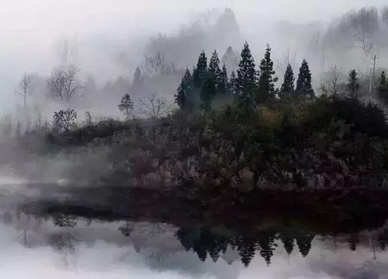 """位于城西南的乾(甘)溪山,冬雪如毡,风光秀丽,是所谓""""乾溪积雪"""";"""