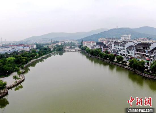 改造后的襄阳护城河风景旖旎 杨东 摄