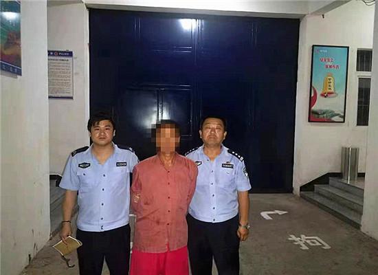 男子被送往拘留所 通讯员 杨娇 摄