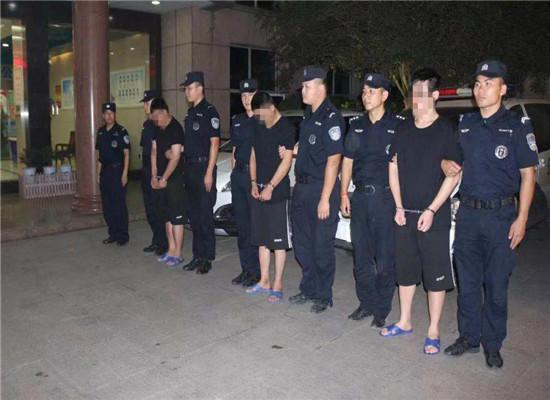 3名嫌疑人被押解回黄石 通讯员 周丹 摄