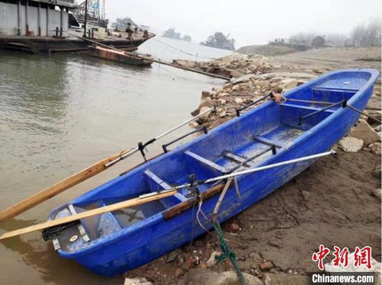 翻沉船只已经打捞上岸。江陵县官方网站截图