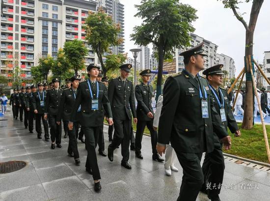 中国代表团入村。楚天都市报图