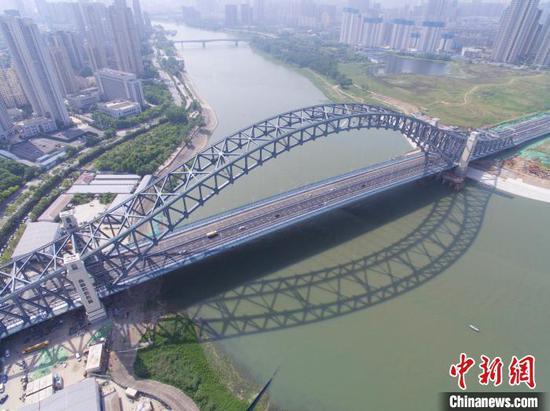 图为,武汉市汉江湾桥1日建成通车 李翔 摄