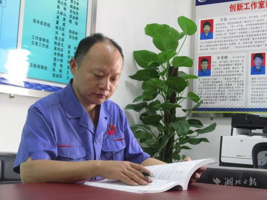 吴何庆,男,1964年9月生,武汉重型机床集团有限公司木模型工,高级技师