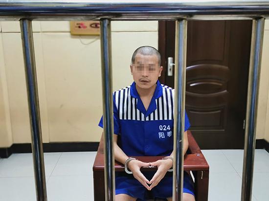 """化身""""刘明远""""的祁某在看守所 本文图均为 武汉警方 供图"""
