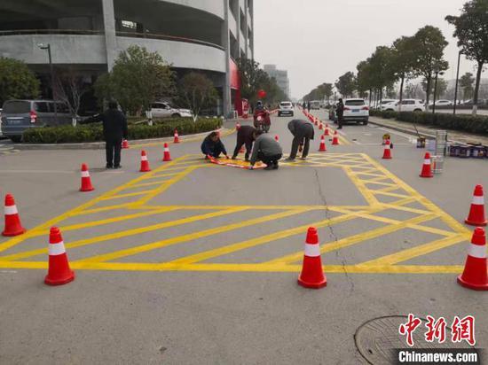 图为消防通道禁停标志线 襄阳消防供图