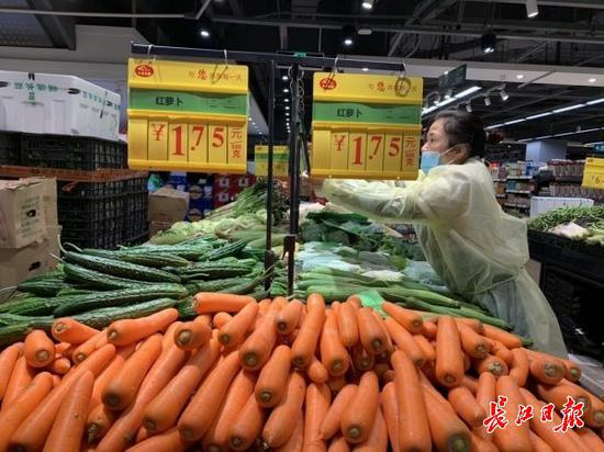 记者探访中百仓储 蔬菜价格由总
