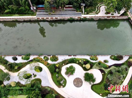 具有江南水乡风格的景观带 胡传林 摄