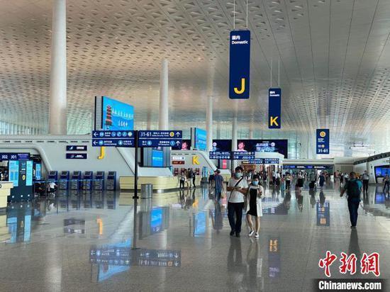 9月11日,武汉天河机场国内客运航班量突破500架次 张蒙 摄
