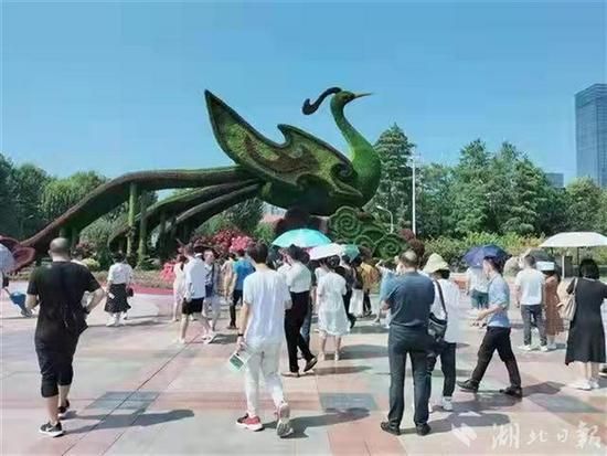 国庆期间,武汉江滩接待逾百万人次游客