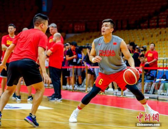 世界杯前热身赛在武汉举行:中国男篮3分惜败巴西队