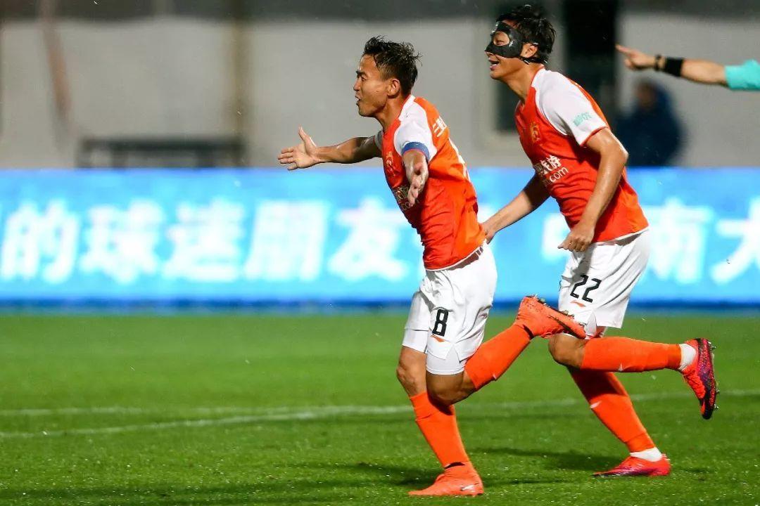 武汉卓尔3:0完胜新疆雪豹 继续领跑中甲积分榜(图)