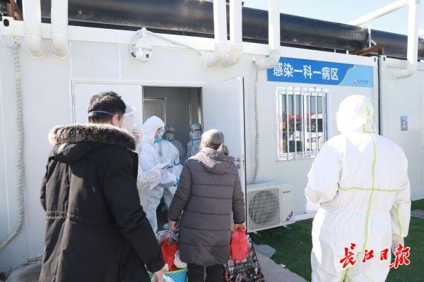 雷神山ICU病房正式投入使用 通讯员高翔 供图