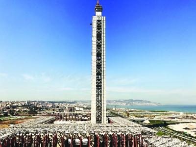 昨日,大清真寺宣礼塔主体结构封顶,高度达到250米