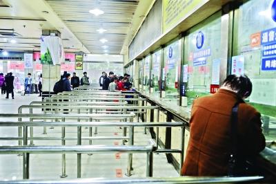 昨日,金家墩客运站正常运营 记者胡冬冬 摄