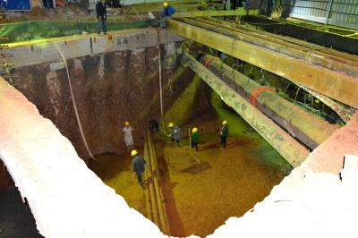 珞狮南路管线复杂部位箱涵人工开挖