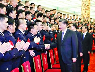 会前,习近平等会见出席全国公安系统英雄模范立功集体表彰大会代表 新华社发