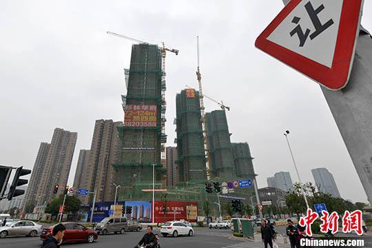 资料图:一处商品房在建中。中新社记者 吕明 摄