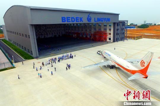 中以合资的贝迪克飞机凌云飞机维修公司建成营运。资料图 周星亮 摄