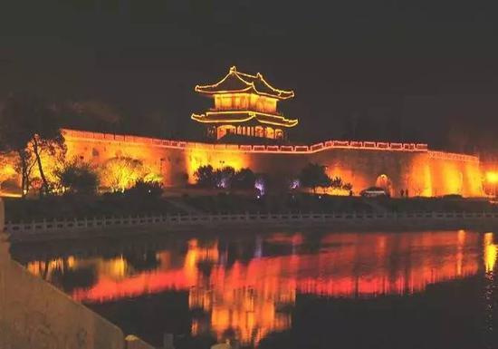 上榜理由:都说小隐隐于山,大隐隐于市,荆州这座小城市慢慢悠悠的生活节奏,让你感觉就像在春天泛舟湖面。