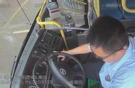 武汉公交司机突发心梗仍咬牙停好车 送医时血压为零