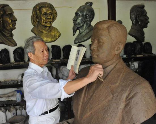 蔡汉文同时也是一名雕塑艺术家