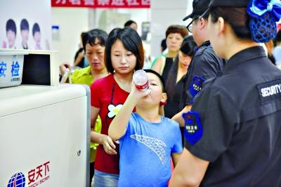 武汉地铁安检加强检查更严格 这些物品不能上地铁
