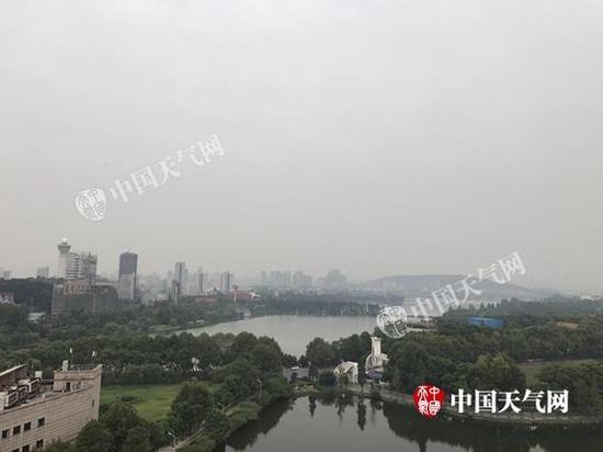 今天上午,武汉天空阴沉