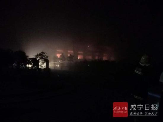 原标题 快讯:咸宁高新区一药厂火灾 暂无人员伤亡