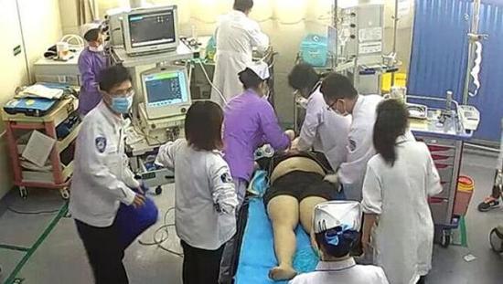 原标题:抢救医生回应遭索赔千元:剪掉患者衣服合规但处理失当