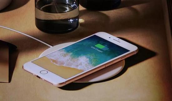原标题:iPhone 8充电问题不断 或被禁上飞机