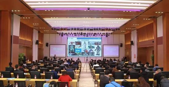 京东深度神经网络实验室首席科学家、人工智能领域创业者李成华为大家带来人工智能主题分享