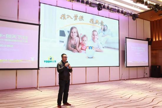 丫哥-陪伴儿童成长的AR教育屏