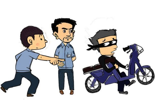 男子路边偷电动车电瓶 市民用手机录下贼影报警