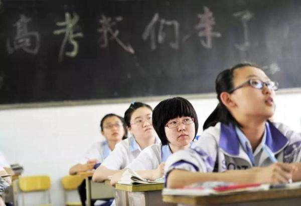 武汉今年高考人数达5.4万人 统一配发透明文具袋