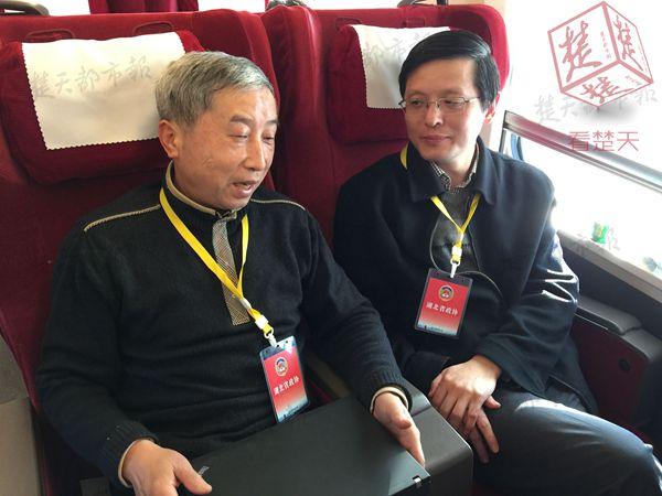 全国政协会议闭幕 43位住鄂全国政协委员返汉