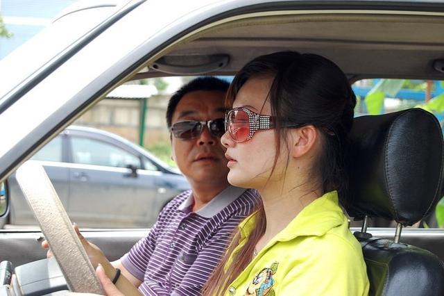 男教练与女学员聊天暧昧 丈夫带人到驾校打人被拘