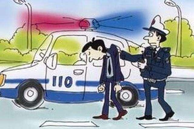 司机不满受罚签名画个乌龟 手指交警辱骂斗狠被拘