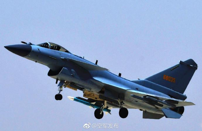 中国空军歼-10C战机担负战斗值班任务(视频)