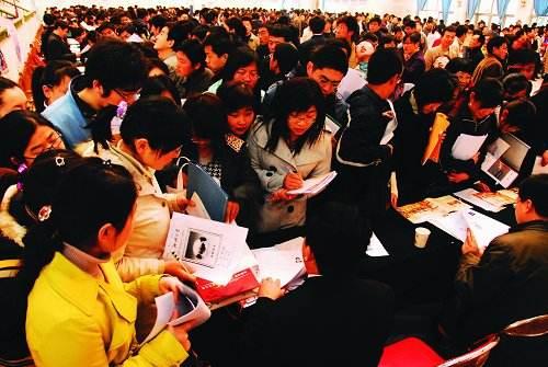 調查顯示武漢近六成白領準備跳槽 七成因待遇問題