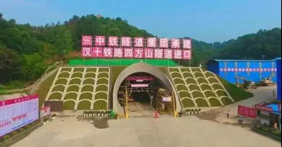 项目进度:6000米四方山隧道贯通