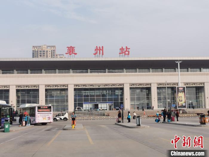 """原""""襄阳东站""""正式改名为""""襄州站"""" 胡传林 摄"""