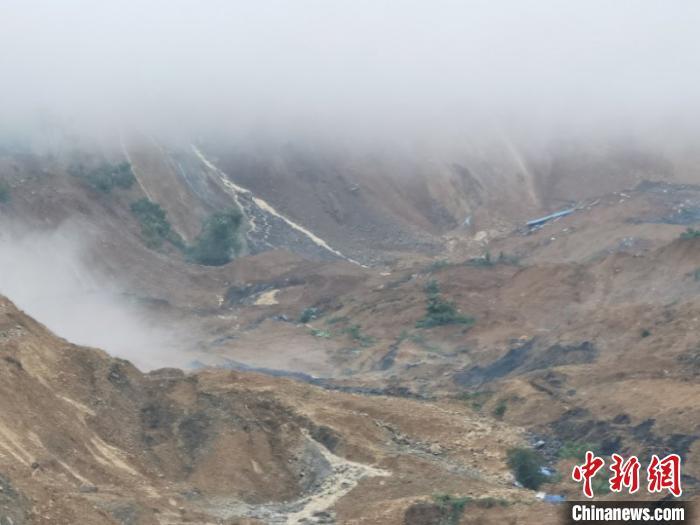 图为7月21日湖北省恩施市沙子坝发生滑坡(资料图) 田端磊 摄