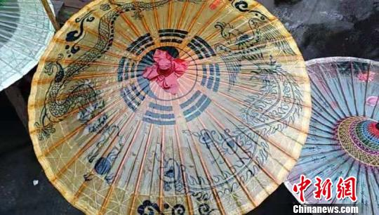 """""""苏恒泰""""油纸伞。受访者供图"""