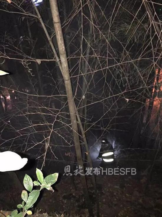 ▲消防员在现场救援