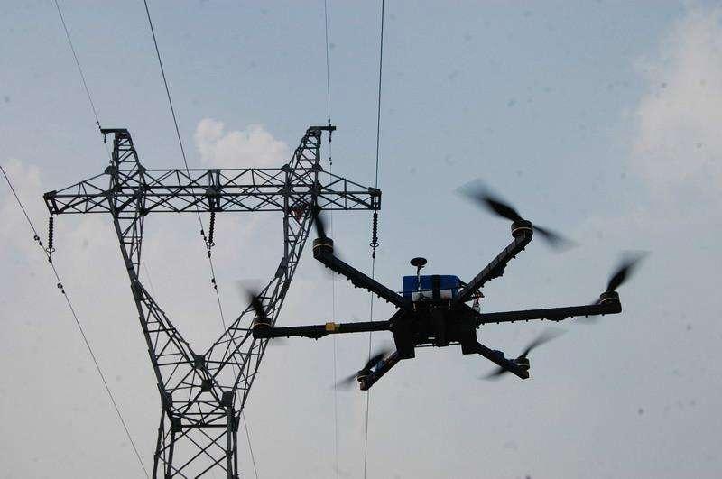 武汉电力有个无人机女子飞行队 高空除险保供电