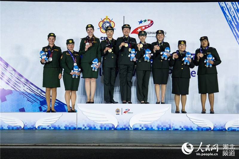 中国队获军运会射击女子飞碟双向团体冠军。