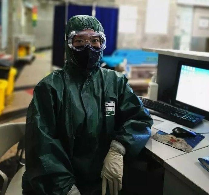 24岁的贾娜,是湖北武汉大学人民医院的一名护士。 受访者供图