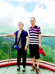 图为在重庆石柱黄水森林公园