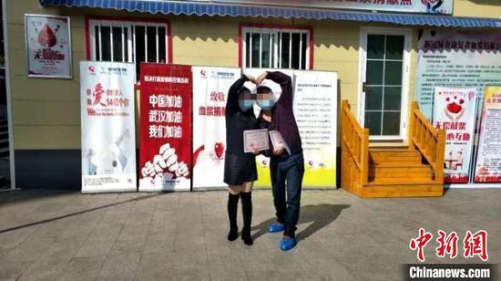 新冠肺炎康复患者张先生和严女士夫妇共同捐献血浆 陈华平 摄